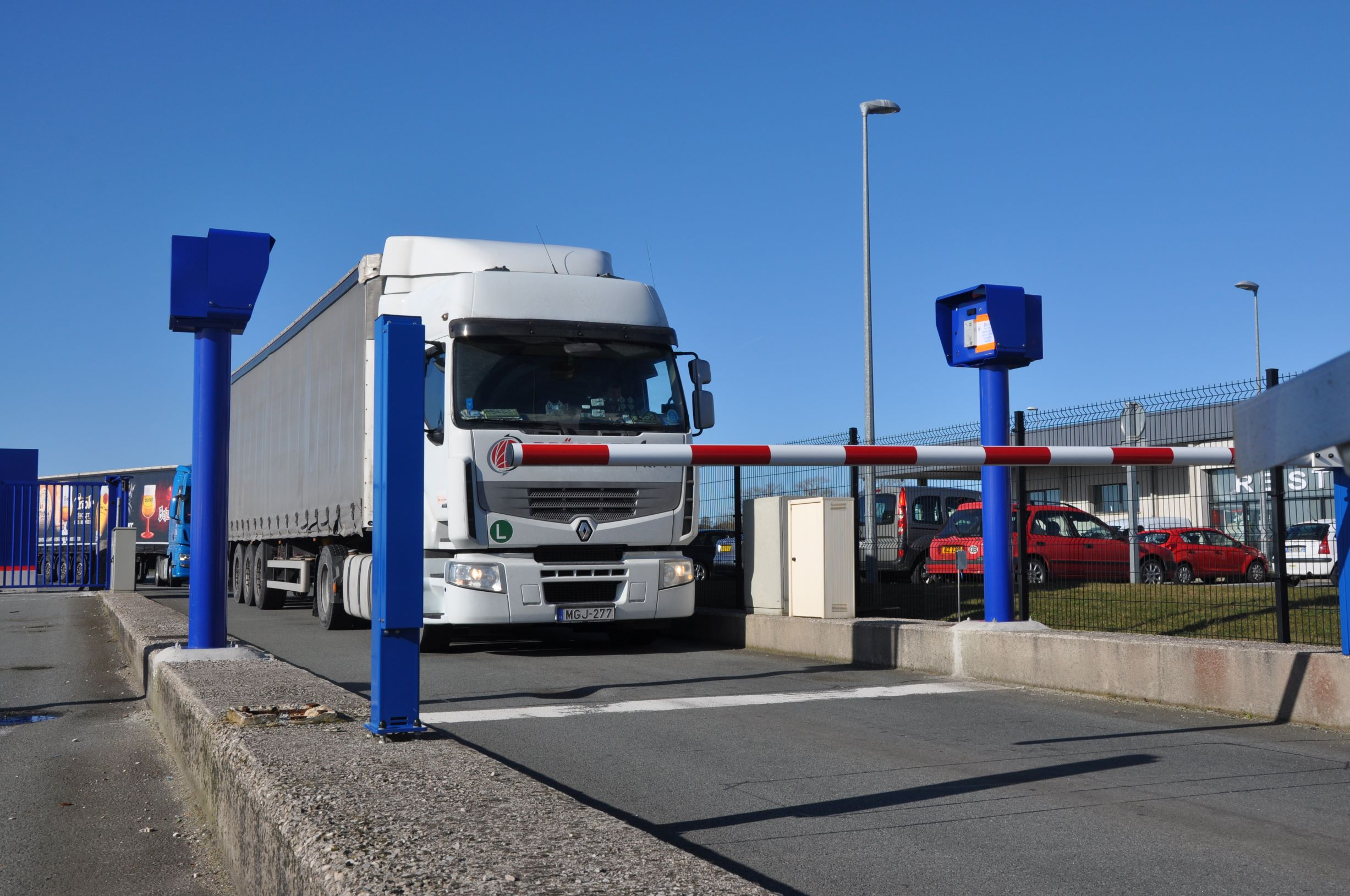 Smart truck parking system rolled out in Calais, France